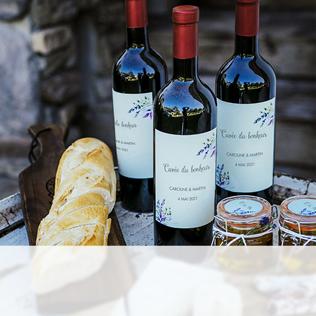 bouteilles de vin avec étiquettes